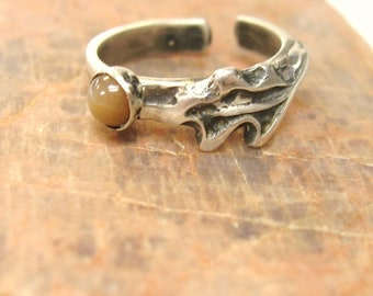 In the Woods, Peach Moonstone toe ring, gemstone toe ring, spiritual moonstone gemstone jewelry