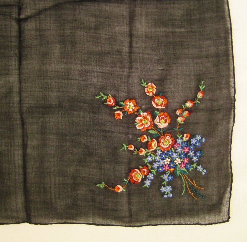 EMBROIDERED HANKIE,Forget me not blue great condition red pink blossoms,app 13 x 13 in