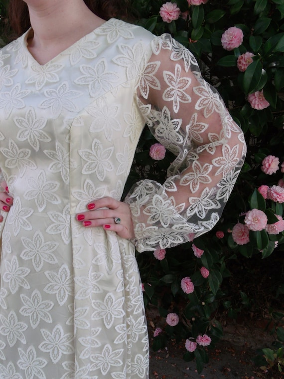 Vintage 60's Cream Lace Wedding Dress. Boho Weddin