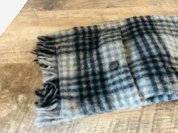 Vintage men's scarf black and grey plaid wool skin