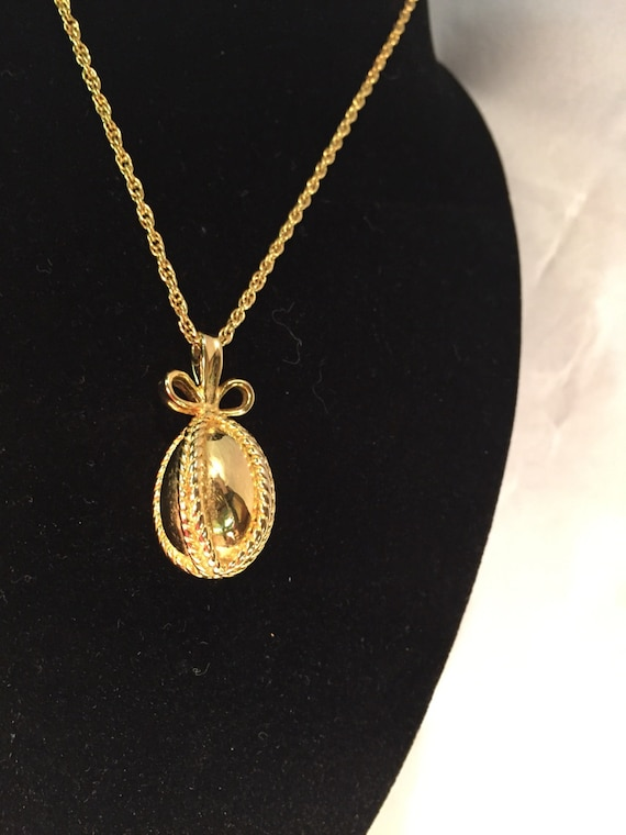 JOAN RIVERS EGG Necklace Classic gold tone pendant