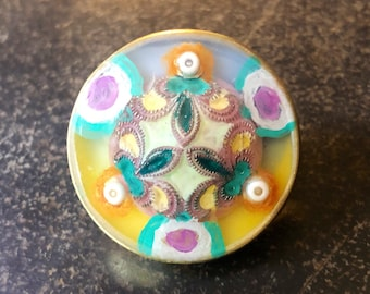 Colorful circular scatter pin