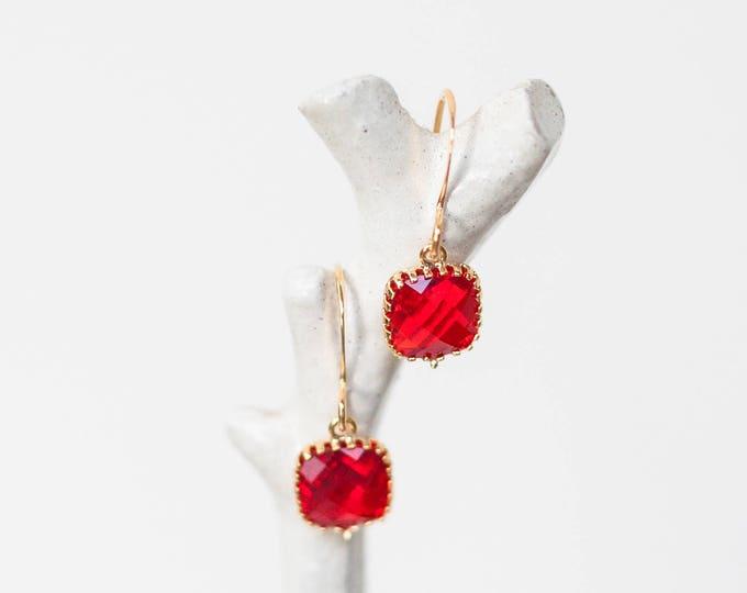 Ruby red Teardrop earrings in gold