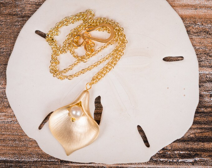 Calla Lily Necklace in gold