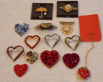Lot brooches, locket, enameled, hearts and strawberry, red/blue/clear rhinestones, vintage lot of 14