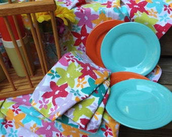 Vintage Picnic Set - Tablecloth - Magazine Rack Tote - Vintage Insulated Cups - Glamping - Set of 4 Napkins, Plates, Utensils - Item #P0017