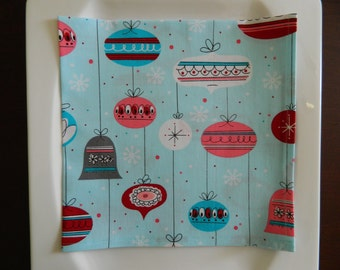 Christmas Napkins. Set of 6. Retro Ornaments on Light Blue Cotton Napkins. Great Christmas or Hostess Gift. Holiday Napkins.
