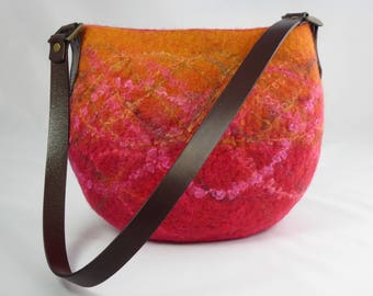 Felt Shoulder Bag, Felt Handbag, Handmade Felt Bags, Felt Purse, Felted Wool Bag, Everyday Bag, Wool and Leather Bags, Pink Wool Felt Bag