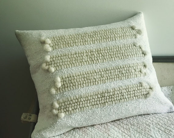 niveus one - handwoven cushion in vintage cotton