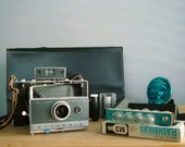 SALE. instant photographer. huge polaroid automatic 100 set.