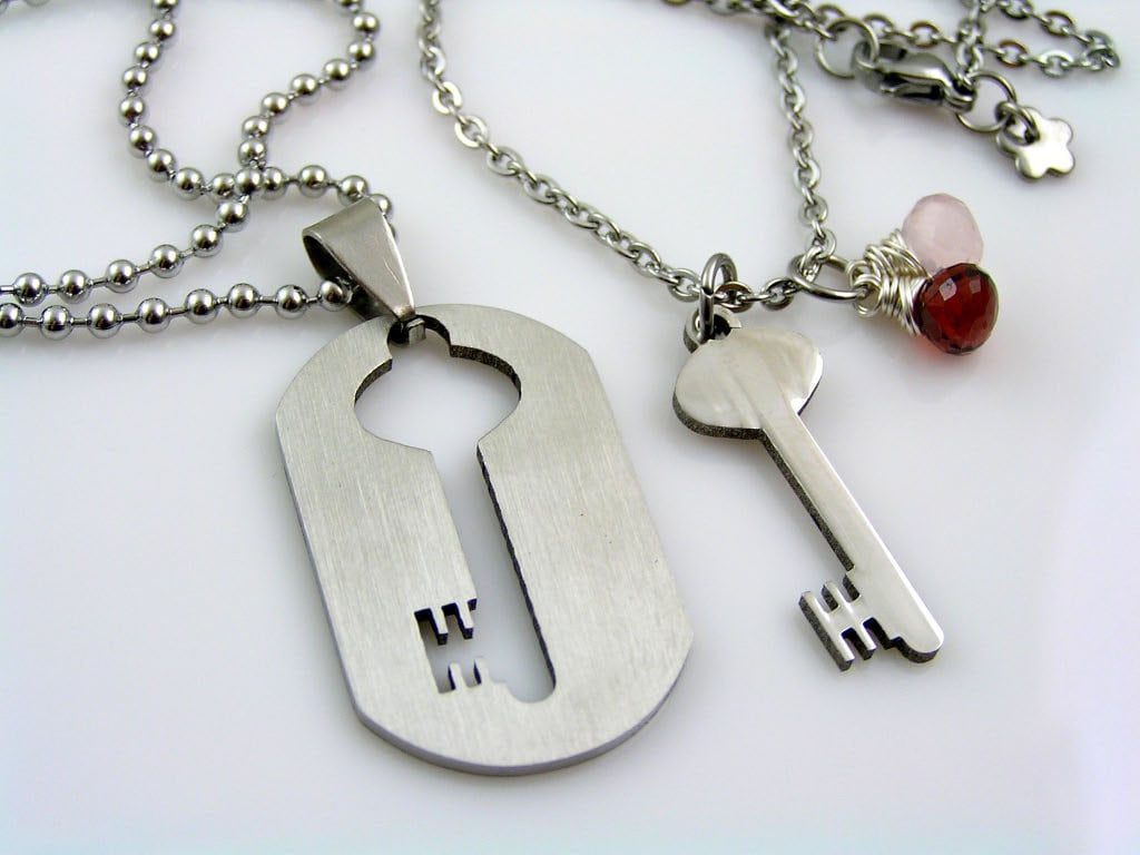 matching couple necklaces boyfriend girlfriend necklaces. Black Bedroom Furniture Sets. Home Design Ideas