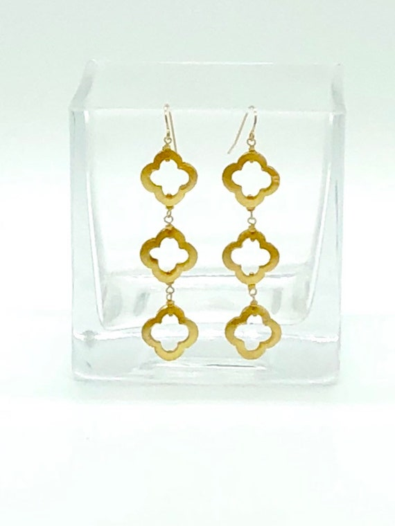 Gold brushed quatrefoil dangle earrings