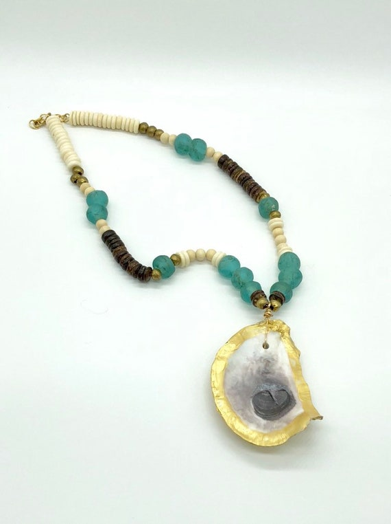 Oyster pendant necklace