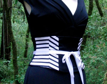 Black and White Corset Belt / Pirate Costume Waist Cincher / Pin Up Waspie / Plus Size / Steel Boned / Tight Lacing / Striped Accent Belt
