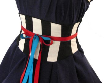 Large Stripe Black and White Corset Belt / Circus Costume / Pirate Corset / Plus Sizes / Halloween / Striped Corset / Tight Lacing Waspie