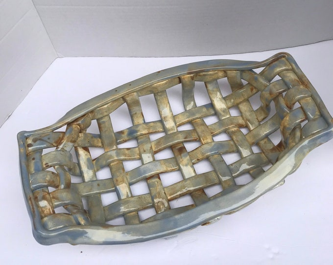 Ceramic bread basket with built in handles