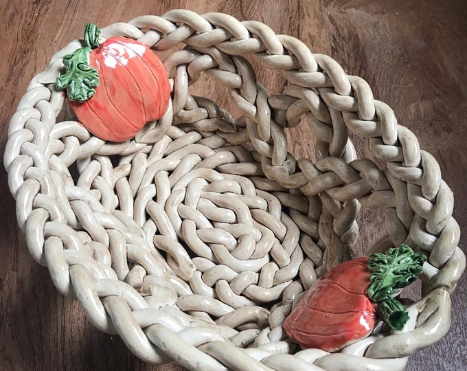 Braided pottery bowl with pumpkins