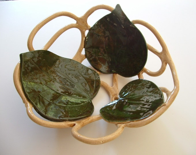 Pottery fruit bowl with leaves