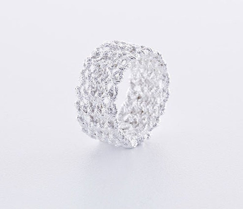 Knitted jewelry: Ring kraus right knitted from 925 Silver