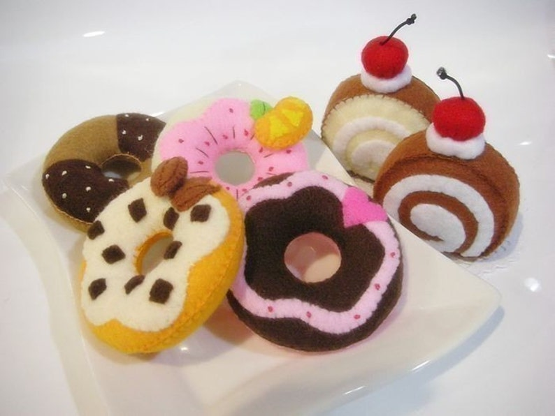 Donut and Jam Roll Felt Food Sewing pattern PDF image 0
