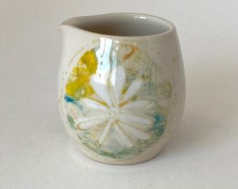 small daisy pourer