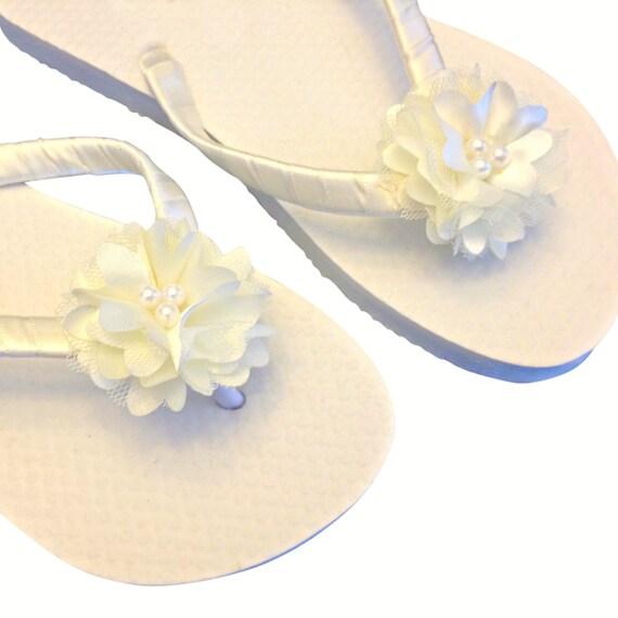 White Beach Flops Wedding Flops Bridesmaid Sandals Flops 30 Flip Flip Flip Custom Bride Gift Flip Beach Cream Flops Bridal Flower BOBZY