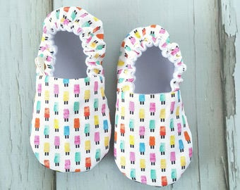 Popsicles Pink Baby Moccs /Baby Shoes / Baby Moccasins / Childrens Indoor Shoes / Vegan Moccs / Vegan Moccasins / Soft Soled Shoes / Organic