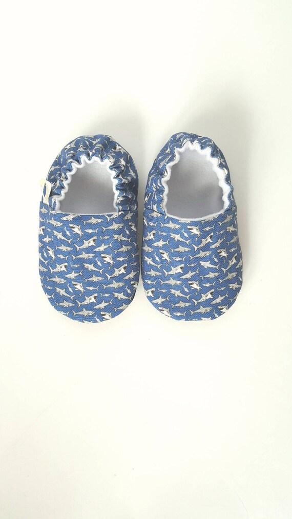 Moccs bébé requin bébé Chaussures bébé mocassins / Vegan Moccs souple semelle chaussures / Montessori chaussures / Waldorf chaussures / Vegan Moccs