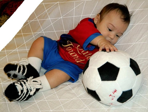 Crocheted soccer cleats for babies in