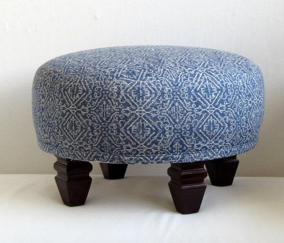 TUFFET en ikat azul tapizado de muebles