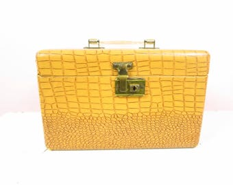 Vintage Train Case | Tan Faux Alligator Train Case Travel Luggage