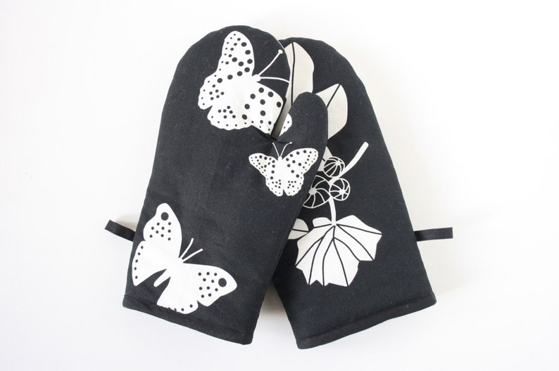 Butterfly oven gloves image 0