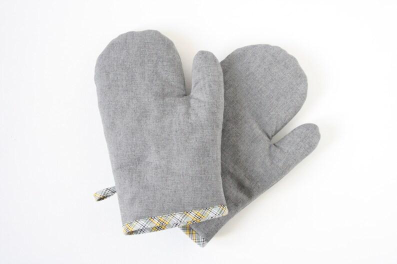 Gray denim oven gloves image 0