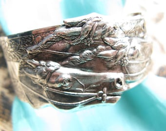 Horse bracelet Equestrian jewelry Gorgeous vintage look derby jewelry rodeo too Equine