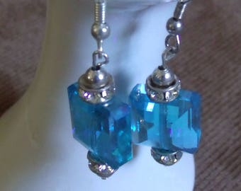 HJE-0046-H, Turquoise Bead on Silver Wire