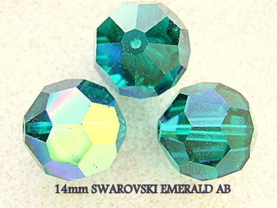 5523 12 O *** 2 perles polyèdre Swarovski 12mm OLIVINE
