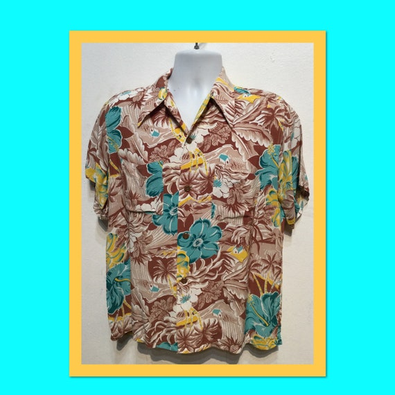 Vintage 1940s rayon Hawaiian shirt. Size medium