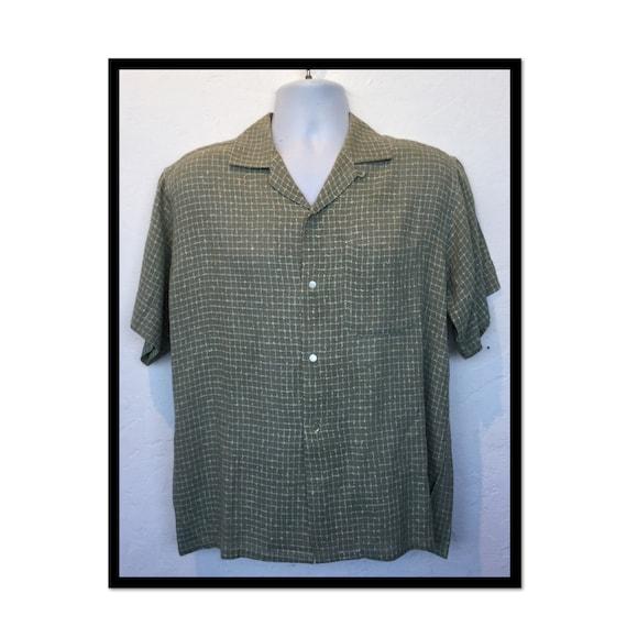 Vintage 1950s box fleck rayon shirt. Size large