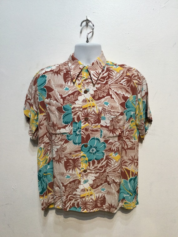 Vintage 1940s rayon Hawaiian shirt. Size medium - image 10