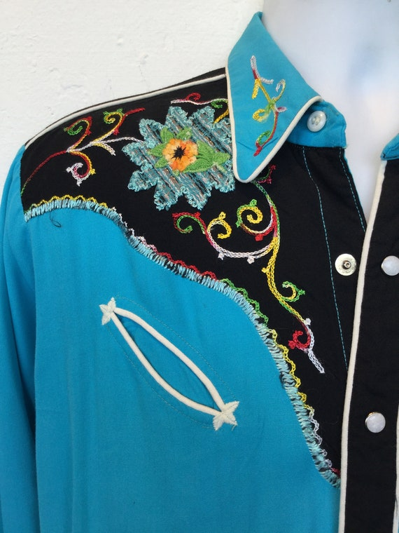 1950s vintage two tone embroidered western shirt. - image 6