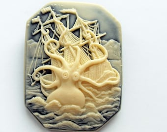 Square Lovecraft cthulhu cameo brooch. Octopus. Necronomicon. Steampunk. Gothic. Pirate. Creepy cute. Horror. Fantasy. Tentacle. Kraken.
