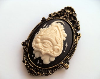 Ouija planchette cameo brooch, Nu Goth gothic brooch, witchy jewelry, gothic jewellery, macabre creepy gift