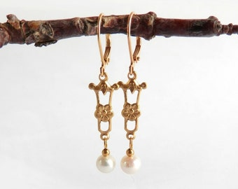 Deco Drop Earrings - Pearl