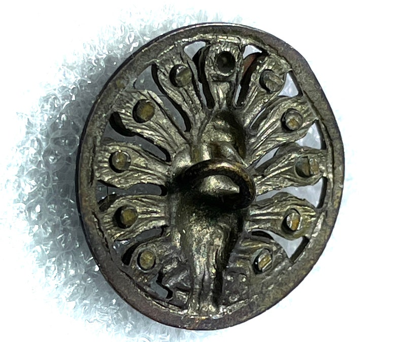 Pictorial Cut Steels Button Peacock Medium
