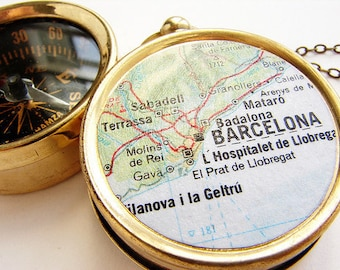 Personalized Map Compass keychain wedding favors, Barcelona Spain Europe Map, custom choose your city, travel anniversary wedding gifts