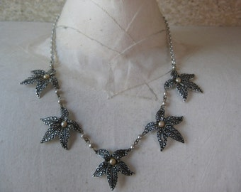 Silver Leaves Pearls Necklace