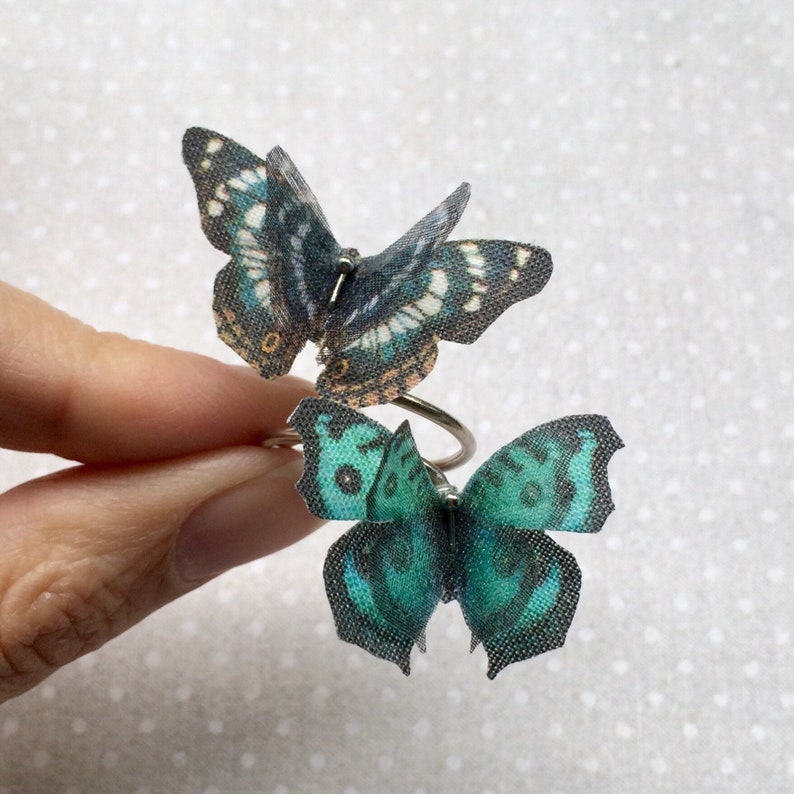 Butterfly Ring in Cotton and Silk Organza  Fluttering image 0
