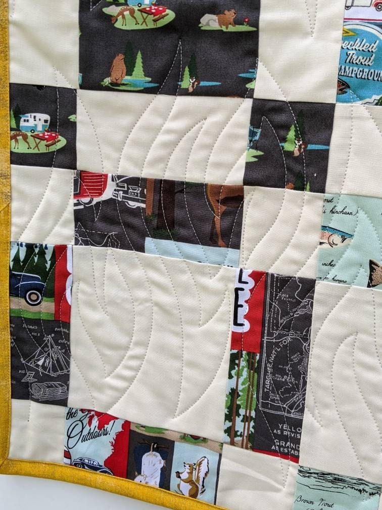 Camping Handmade Quilt-Quilt avec Camping Theme-Tents, Animaux, Remorques Quilt-Outdoor Quilt-Large Throw Size Quilt-Free Shipping