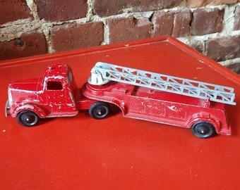 Vintage TootsieToy Diecast Ladder Truck (19A)