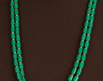 Vintage Flapper Length Green Bead Necklace